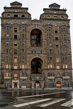 Grand Old Philadelphia Building - Abandoned I thought it's only in Nigeria we have abandoned assets.