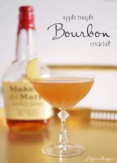The perfect fall cocktail with apple, maple, and Bourbon - The Copenhagen Tales Festive Cocktails, Bourbon Cocktails, Whiskey Drinks, Fall Drinks, Vodka Drinks, Cocktail Drinks, Cocktail Recipes, Alcoholic Drinks, Drink Recipes