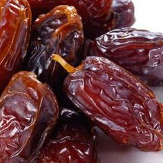 Date Fruit - Health Benefits, Nutrition Facts and Analysis.Dates health benefits: dates are sweet and delicious in taste. Dry dates contain nutrients such as iron, copper etc. Here are the dates nutrition facts mentioned in a table. Healthy Fruits, Healthy Life, Healthy Eating, Stay Healthy, Phoenix Dactylifera, Health Benefits Of Dates, Raw Food Recipes, Healthy Recipes, Healthy Foods