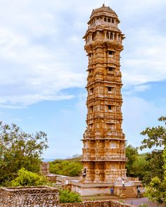 Saturday Travel Inspiration : Vijay Stambh Chittorgarh! A stunning heritage creation! It was built by Rama Kumbha in the mid-fifteenth century to commemorate his victory over combined forces of Malwa and Gujarat (that's why the name - Vijay Stambh or Victory Tower). It has 9 storeys. Made partly of sandstone and partly of marble decorated with sculptures of gods and goddesses animals dance forms and musical instrument it also has 'Allah' inscribed multiple times on its various storeys…