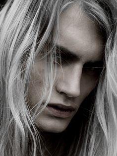 Hair white silver character inspiration new Ideas White Hair Men, Long White Hair, Silver Hair Men, Mode Grunge, Vampires, Portrait, Pretty Boys, Character Inspiration, Hair Inspiration