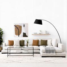 Crate sofá tapizado / ¡Un sofá que enamora por su diseño y su comodidad!  Puedes elegir entre varias medidas. Si tienes espacio, nuestra opción XXL de 325 cm, con una Chaise Longue generosa para disfrutar de los mejores momentos de relax y otras muchas opciones para los salones donde cada centímetro cuenta. Living Room Sofa, Living Room Interior, Home Interior Design, Living Room Furniture, Living Room Decor, Sofa Design, Apartment Design, Apartment Living, Couch With Chaise