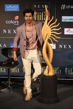Varun Dhawan poses with the IIFA trophy
