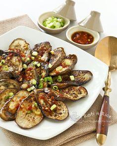 BERENJENAS A LA PLANCHA CON ADEREZO DE CHILI Y AJETES (Pan Fried Eggplant with Garlic Chili Vinaigrette) #RecetasFaciles #RecetasConBerenjena
