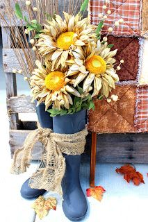 Top 7 Low-Budget DIY Garden Pots Sounds outright crazy or is difficult to imagine footwear being turned to a pot? You heard it right. Look at this DIY idea to turn your old shoes into some beautiful garden pots. Fall Crafts, Home Crafts, Diy And Crafts, Autumn Decorating, Porch Decorating, Dried Sunflowers, Seasonal Decor, Holiday Decor, Fall Arrangements