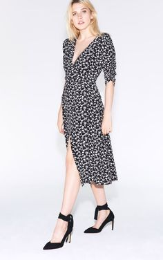 Whether it is long or short, dresses are easy to wear for a sophisticated and elegant look. Parisian Wardrobe, Lace Dress, Wrap Dress, Mini Robes, Fall Looks, Street Style, Elegant, Outfits, Clothes