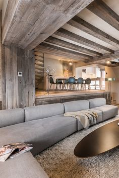 Agence Amevet has carried out the complete renovation of a historic chalet. The interior design is in a contemporary style. Chalet Interior, Best Interior, Interior Design, Chalet Design, Chalet Style, Project Portfolio, Portfolio Design, Condo Living, Home Living Room