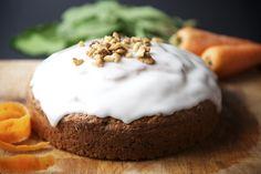 Deliciosa receta de pastel de zanahoria con glaseado de naranja. Prepáralo, te va a encantar.