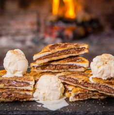 So we all agree that a braaibroodjie is probably the best meal in the world. Then it just makes sense to make a dessert braaibroodjie. Nutella Slice, Nutella Spread, Chocolate Spread, Chocolate Hazelnut, Melting Chocolate, Braai Recipes, Pecan Nuts, Slice Of Bread, Main Meals