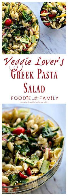 This Veggie Lover's Greek Pasta Salad is absolutel… – Gesundes Abendessen, Vegetarische Rezepte, Vegane Desserts, Pasta Salad Recipes, Veggie Recipes, Vegetarian Recipes, Cooking Recipes, Healthy Recipes, Picnic Recipes, Healthy Foods, Greek Salad Pasta, Soup And Salad