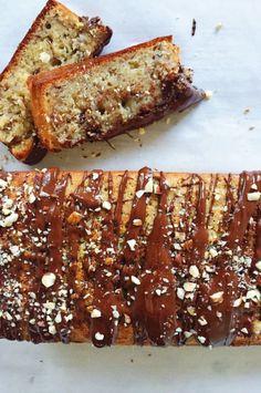 Banankage – opskrift med nødder og chokolade