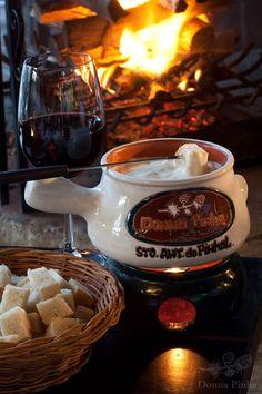 Fondue de Queijo e sequência de fondues do Restaurante Donna Pinha em Santo Antonio do Pinhal - leia sobre minha visita no site. Boa opção para curtir no inverno.