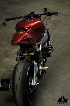 Ottonero Cafe Racer: CBR 893 Krax Street Fighter Custom