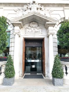 Ready to feel like British royalty for a night or two? Check into the luxurious Sofitel London St James with me and see everything this gorgeous hotel has to offer! | London | Accommodations | Sofitel St James | Europe | Hotels in London