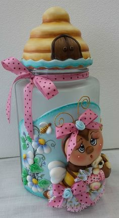 Pote Abelhinha-ENCOMENDA Cute Crafts, Crafts For Kids, Diy Crafts, Polymer Clay Creations, Polymer Clay Crafts, Clay Jar, Fondant Cake Toppers, Pom Pom Crafts, Decorated Jars