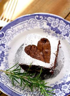 Fill your kitchen with the smell of warm Rosemary Rye Brownies in this recipe from PBS Food. (Check out the way they sprinkle powder sugar to decorate it! No Bake Brownies, No Bake Cake, Decorated Brownies, Kitchen Vignettes, Brownie Packaging, Pbs Food, Just Desserts, Dessert Recipes, Valentines Day Food
