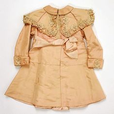 ca embroidered antique silk baby coat Victorian Children's Clothing, Antique Clothing, Historical Clothing, Vintage Outfits, Vintage Gowns, Vintage Coat, Edwardian Fashion, Vintage Fashion, Baby Outfits