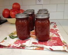 Make your own amazing ketchup! Tomato Ketchup Recipe, Chili Sauce Recipe, Homemade Ketchup, Homemade Tomato Sauce, Sauce Recipes, Ball Canning Recipe, Canning Recipes, Jar Recipes, Casserole Recipes