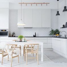Check out this kitchen. ✨and this is only a small sample of this beautifully planed turn of the century apartment. _____________________________________________ Location: Odengatan 14, Vasastan/Östermalm Market price: 9 990 000 SEK Living area: 104 sqm Link in bio!
