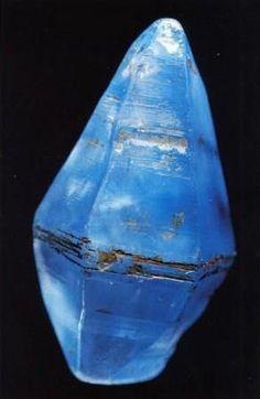 """El zafiro se llama la """"piedra del destino"""".  Contribuyen a la claridad mental y la percepción.  Pueden promover zafiro rewards.The financiera es el símbolo del cielo y de la devoción gozosa a Dios.  que están asociados con Acuario, Virgo, Libra y Capricornio.  El zafiro es el símbolo de Saturno (azul oscuro) y Venus (azul claro) .:"""
