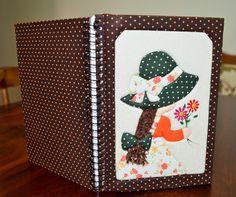 Técnica de patchwork embutido, ou também conhecido como Patchwork sem agulhas, em capas de caderno.