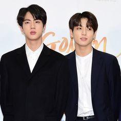 They look like brothers Bts Jin, Bts Bangtan Boy, Jimin, Gyeongju, Foto Bts, Lee Min Ho, K Pop, I Love Bts, About Bts