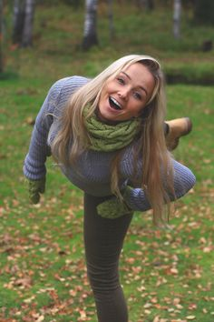 Knitwear set - handmade / merino wool mittens and snood #winter #green #mittens  #snood #scarf #tubescarf #infinityscarf #autumn #fall #blonde #girl #fashion #outfit #2016 #2017 #trendy