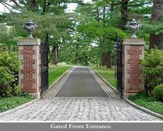 CURB APPEAL – another great example of beautiful design. - CURB APPEAL – another great example of beautiful design. Driveway Entrance Landscaping, Driveway Design, Driveway Gate, Door Gate Design, Entrance Design, Casa Mix, Brick Mailbox, Farm Entrance, Brick Columns