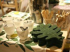 IRIS HANTVERK / wool leaf shaped trivet (Image: www.toteshoppe.com)