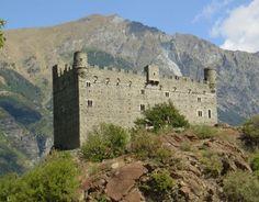 Il Castello di Ussel è uno dei castelli medievali della Valle d'Aosta. Si trova in cima ad un costone roccioso che domina il paese di Châtillon, in posizione tale da garantire il controllo dell'imbocco della Valtournenche e del fondovalle della Dora Baltea.  Il castello fu costruito ex novo da Ebalo II di Challant nel 1343, al termine di complicate questioni ereditarie che coinvolsero la famiglia Challant alla morte di Ebalo Magno. Alla sua morte nel 1323 infatti Ebalo Magno nominò eredi i