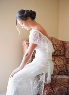 Romantic wedding gown  http://www.weddingchicks.com/2014/02/05/dos-pueblos-ranch-wedding-2/ vestidos de #novia