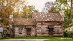 Plan your next trip to Morristown, TN and be sure to visit Crockett Tavern Museum. Tennessee offers many local attractions and business for you to explore. Log Cabin Living, Log Cabin Homes, Old Cabins, Little Cabin, Cozy Cabin, Historical Architecture, Cabin Plans, Old Houses, My Dream Home