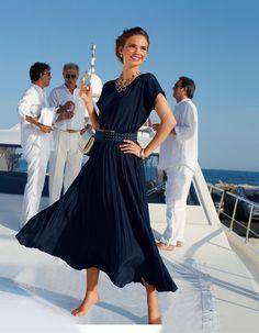 Langes Kleid mit Plissee in der Farbe marine - navy, navyblau - blau - im MADELEINE Mode Onlineshop