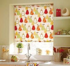 Рулонные шторы на кухню с тематическим рисунком могут поднять настроение и оживить обстановку