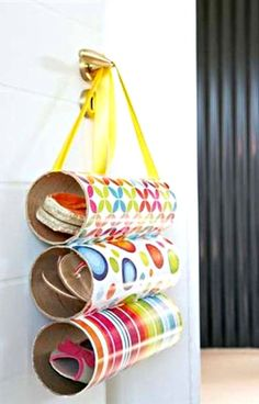 Diy Crafts - Pringles can hacks that you'll actually use! We've found 15 practical ways to use Pringles cans after you've finished those tasty chips. Pringles Dose, Pringles Can, Cardboard Tubes, Cardboard Crafts, Diy Recycling, Upcycle, Easy Crafts, Crafts For Kids, Shoe Storage Solutions