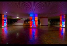 ワクワク美しい「ピクセルが踊る」光の壁、このクオリティを是非日本にも!