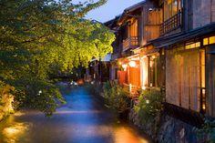 Shinbashi, una delle vie più belle di Kyoto, a Gion, detta anche Shirakawa-Minamidori
