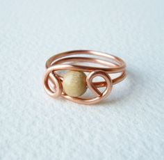 Hand formed copper wire ring with 1 light natural wooden pearl 6mm.     Size 17,50mm inner diameter   No sharp edge.   Very pleasant to wear.    If...