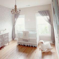 Perfect Es ist nicht notwendig Ihren ganzen Wohnstil nur wegen eines Feiertags zu ndern Die festliche Dekoration sollte nicht Babyzimmer komplett gestalten