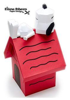 Casinha em 3D e Snoopy em paper toy.