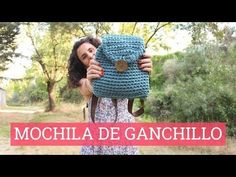 Cómo hacer un bolso de trapillo Mochila Crochet, Bag Crochet, Crochet Handbags, Crochet Purses, Cute Crochet, Crochet Hats, Stitch Crochet, Crochet Backpack Pattern, Crochet Cardigan Pattern