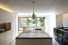 London Kitchen, William Smalley Architect | Remodelista Architect / Designer Directory. How interesting seeing a kitchen that works combining a traditional Aga and a handleless modern kitchen