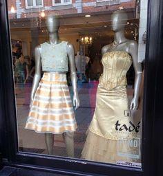 #DeSnoepwinkelvoorVrouwen Vandaag weer creatief bezig geweest met de etalage! Wij worden er weer blij van #Enschede