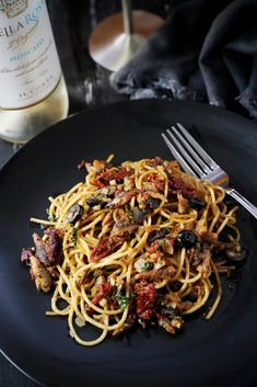 SPANISH SARDINES PASTA Sardine Pasta Recipe, Sardine Recipes, Fish Recipes, Pasta Recipes, Healthy Recipes, Weeknight Recipes, Pasta Paleo, Vegetarian Pasta Dishes, Fun Pasta