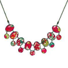 Aujourd'hui je suis... majestueuse - avec ce collier en cabochons de verre et tissu liberty aux fleurs multicolores.