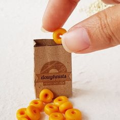 Doughnut in Craft Bag Dollhouse Miniature Bread Dessert Sweet Pastry Bakery Shop Cafe Party Dolls Fake Food Scale for Barbie Blythe Miniature donuts Miniature Crafts, Miniature Food, Miniature Dolls, Barbie Food, Doll Food, Barbie Dolls, Tiny Food, Fake Food, Polymer Clay Miniatures