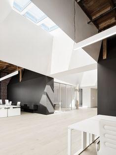 Light, Wood Plank Look Flooring | Open Work Space | Index Ventures | San Francisco, CA