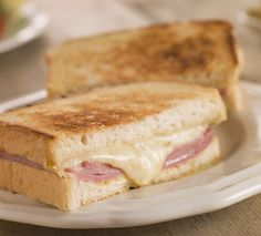 Croque monsieur is a grilled ham and cheese sandwich that originated in France in the early I'd day it's close to the perfect lunch. Grilled Ham And Cheese, Making Grilled Cheese, Grilled Bread, Sandwich Jamon Y Queso, Grill Cheese Sandwich Recipes, Cheese Recipes, Sandwich Day, Actifry Recipes, Sandwiches