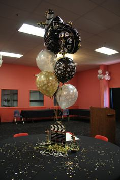 For the inner movie star! Prom Balloons, Birthday Balloons, Adult Birthday Party, 70th Birthday, Balloon Centerpieces, Balloon Decorations, Bar Mitzvah Decorations, Hollywood Theme, Oscar Party