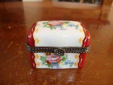 FINE ANTIQUE FRENCH SEVRES LIMOGES PORCELAIN PILL / TRINKET BOX. #2. C1890